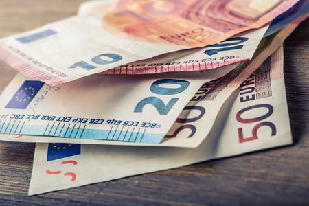 Plusieurs centaines de billets en euros empilés par valeur. Euro money concept. billets en euros. l'argent Euro. monnaie Euro. Des billets de banque empilés les uns sur les autres dans des positions différentes. photo toned Banque d'images - 50529848