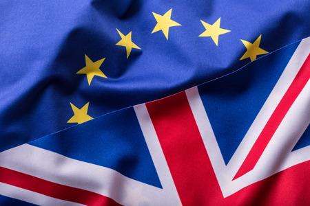 Flaggen des Vereinigten Königreichs und der Europäischen Union. UK Flagge und EU-Flagge. Britische Union Jack-Flagge.