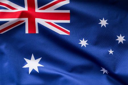 Australische vlag die in de wind vliegt.