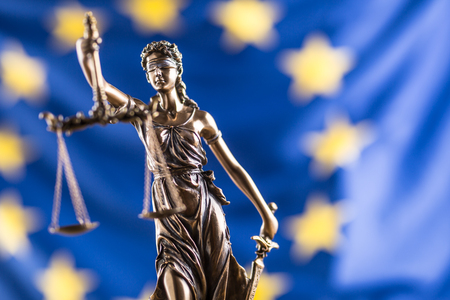 Lady Justice and European Union flag. Symbol of law and justice with EU Flag. Foto de archivo