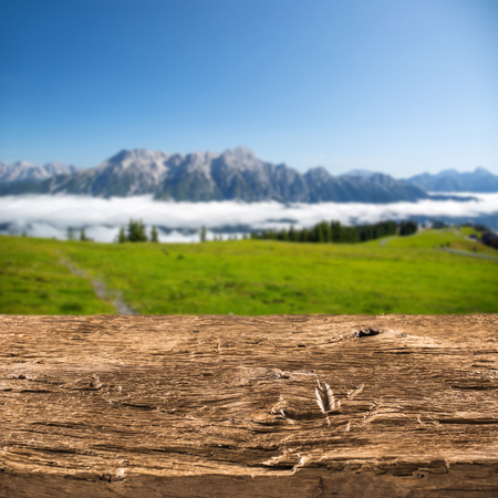Wooden emty board or table and austrian alps in the background. Banque d'images