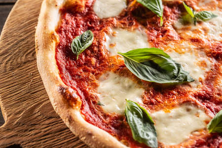 Pizza Napoletana - Napoli tomato sauce mozzarella and basil. 스톡 콘텐츠