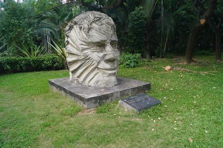 head stones: Head sculpture