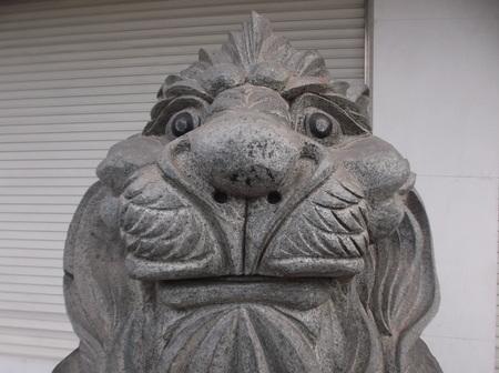 bodegones: Lion Stone