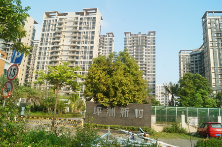 7 8 years: Shenzhen Baoan Ping Chau village more than 7 sets of low-income housing completed 8 years have been idle, uninhabited. In Guangdong, China