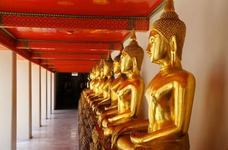 idolatry: Thai golden Buddha Statues