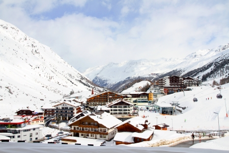 Ski holiday in the Alps Stock Photo - 22541321
