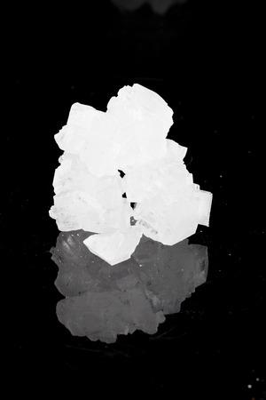 reflektion: rock sugar in black background