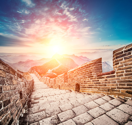 chinese wall: Great wall under sunshine during sunset