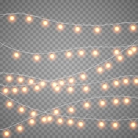 Isolamento di ghirlande d'oro di Natale su sfondo trasparente scuro. Carta di luci gialle di sovrapposizione realistica di Natale. Lampade luminose delle decorazioni di feste. Illustrazione di ghirlanda di guanti vettoriali