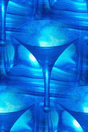 jack frost: resumen de hielo fresco vaso de martini de color azul y con bloques de vidrio de cristal toma heladas patrones