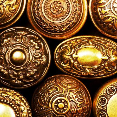 puertas viejas: tiradores de puerta de bronce de �poca Foto de archivo