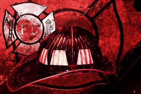 bombero de rojo: Fondo de grunge de casco de bombero Vintage