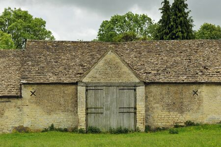 Cotswold Stone Tythe Barn Door and Stone Roof