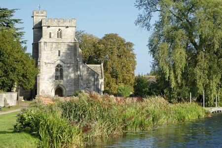 St Cyr's Church & Stroudwater Navigation Canal, Stonehouse, Gloucestershire, UK 版權商用圖片
