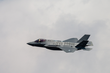 FAIRFORD, ENGLAND - JULY 13: Lockheed Martin F-35A Lightning II Stealth Fighter of the USAF Heritage Flight performing at the Royal International Air Tattoo on July 13, 2018 at RAF Fairford, England. Redactioneel