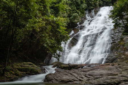 Beautiful waterfall flowing through a tropical rain forest in Thailand (Ton Prai, Lam Ru, Thailand) Banco de Imagens