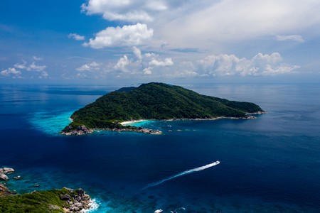 Aerial drone view of diving and snorkel boats around the beautiful tropical Similan Islands in Thailand Stockfoto
