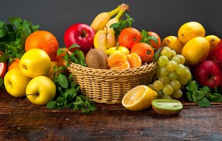 frutas tropicales: verduras y frutas de alimentos sabrosos y saludables