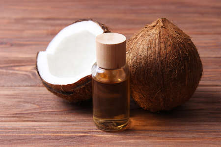 coconut oil and coconuts, palm branches close up Stockfoto