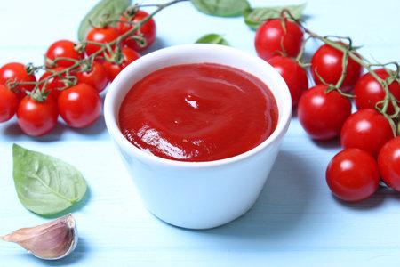 Ketchup on the table. Tomato sauce, fresh tomatoes. Reklamní fotografie