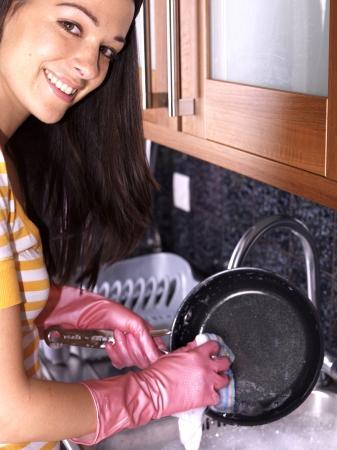 lavare piatti: Donna lavare i piatti Archivio Fotografico