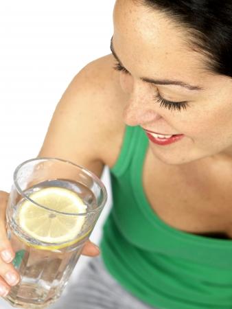 Giovane donna bere bicchiere d'acqua Archivio Fotografico