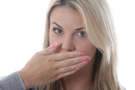 Model freigegeben. Junge Frau bedeckte ihren Mund Standard-Bild - 20897130