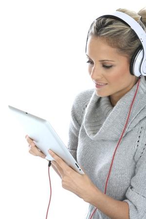 casque audio: Femme portant le casque  Banque d'images