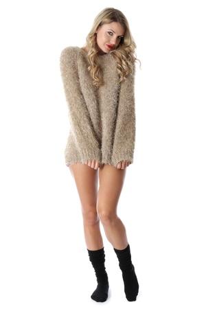 Liberatoria. Sexy giovane donna che indossa un maglione e calze