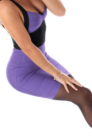 Publicado modelo. Sexy mujer joven Wearing Purple Mini vestido corto Tight photo