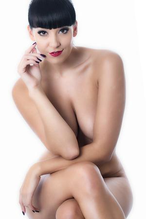 giovane nuda: Nudo giovane donna seduta su uno sgabello
