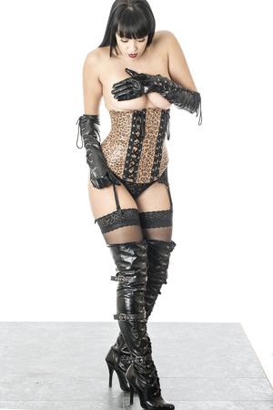 herrin: Fetish Model Posing in einem Korsett