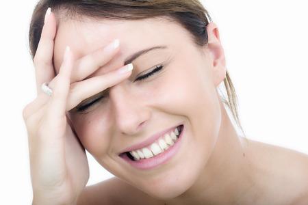 femme qui rit: Bonne Relaxed jeune femme Rire