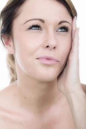 dolor de oido: Atractiva mujer joven con dolor de o�do