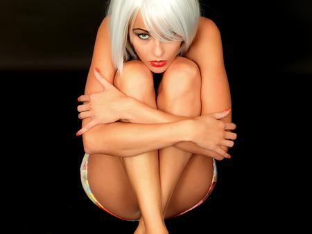 mini jupe: Jeune femme Pin Up Model Short Mini Jupe et Top de bikini