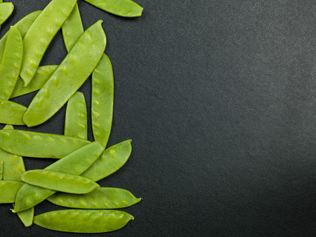 tout: Fresh Uncooked Mangetout or Mange Tout Peas Stock Photo