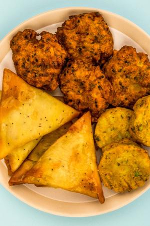 Indian Food Style Snacks Vegetarian Tikka Vegetarian Samosa Onion Bhaji Against A Light Blue Backgorund