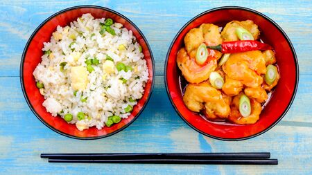 Chinese Syle King Prawns in Sweet Chilli Sauce With Egg Fried Rice Standard-Bild