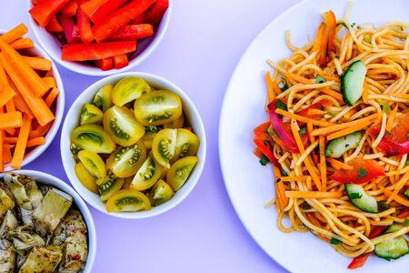 Healthy Vegetarian Sweet Chilli and Noodle Salad Archivio Fotografico
