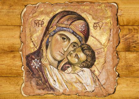 un pequeño icono pintado sobre una madera  Foto de archivo
