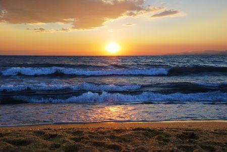 zonsondergang op de Egeïsche zee in Griekenland Stockfoto