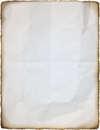 불룩해진 가장자리가있는 문자 크기의 주름진 흰 종이. 스톡 콘텐츠