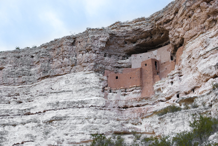 hopi: Montezuma Castle National Monument near the town of Camp Verde, Arizona, United States. The monument was actually a prehistoric apartment complex built and used by the Sinagua people, between approximately 1100 and 1425 AD, before Montezuma was even born. Stock Photo