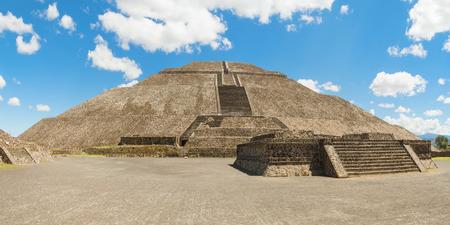 pyramid peak: Pyramid of the Sun in San Juan Teotihuacan, Mexico is the biggest pyramid in Teotihuacan.