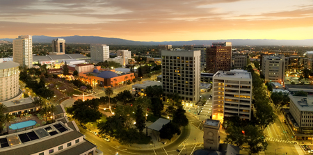 San Jose is considered the capitol of Silicon Valley, a famous high tech center of the world. This panoramic shot shows how San Jose downtown looked like one summer night in 2018 right after the sunset. 免版税图像 - 106348451