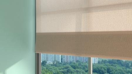 창 셔터와 햇빛 추상 현대 방