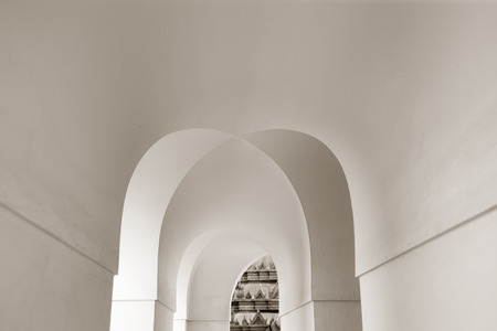 corridors: elements of traditional architecture with arcs and corridors