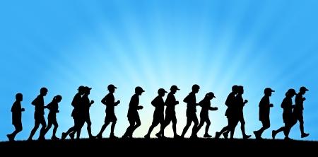 パノラマ ビューの日の出背景で実行されている人々 の大きなグループの現実的なシルエット
