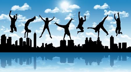 幸せな若者、青い空を背景に大都市のパノラマ シルエットをジャンプのシルエット 写真素材